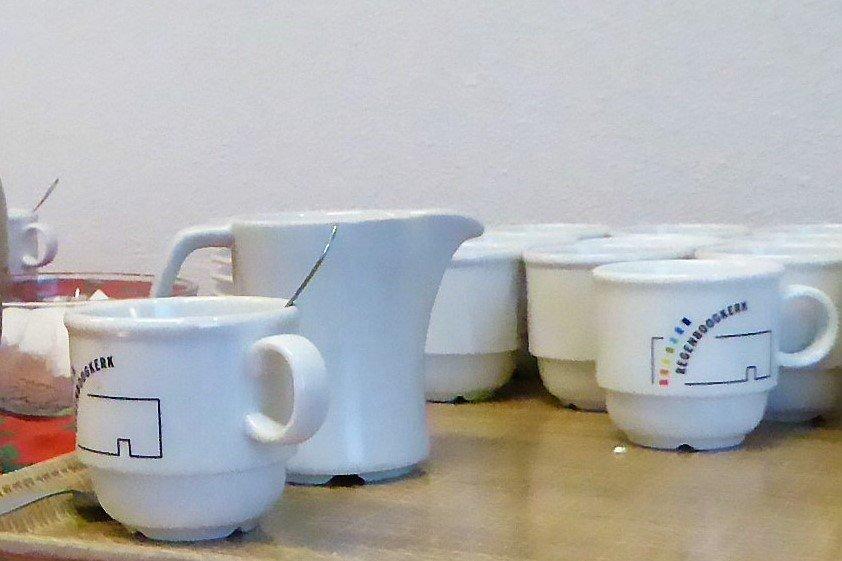 koffieschenken in de Regenboogkerk